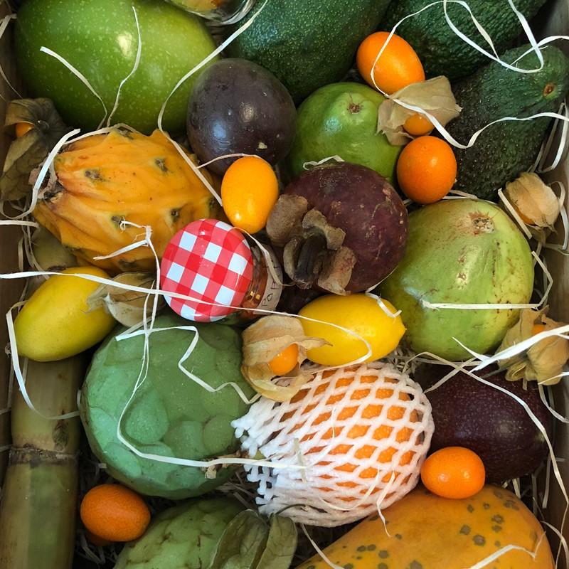 comprar surtido de frutas tropicales Almuñecar