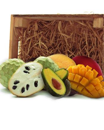 Surtido de mangos, chirimoyas y aguacates